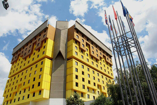 独特なデザインのホテル ホリデー・サラエボの外観