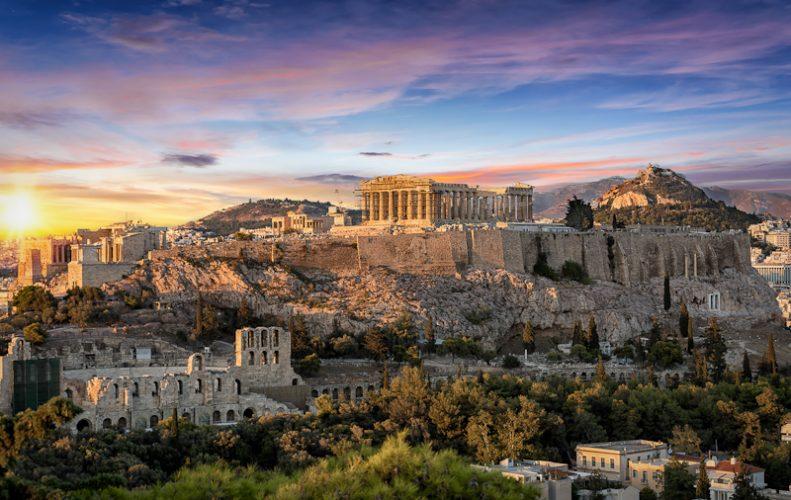 夕日に映えるアテネの古代遺跡群