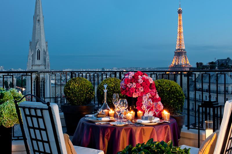 フォーシーズンズ ホテル ジョルジュサンク パリのザ・ペントハウスから望むエッフェル塔