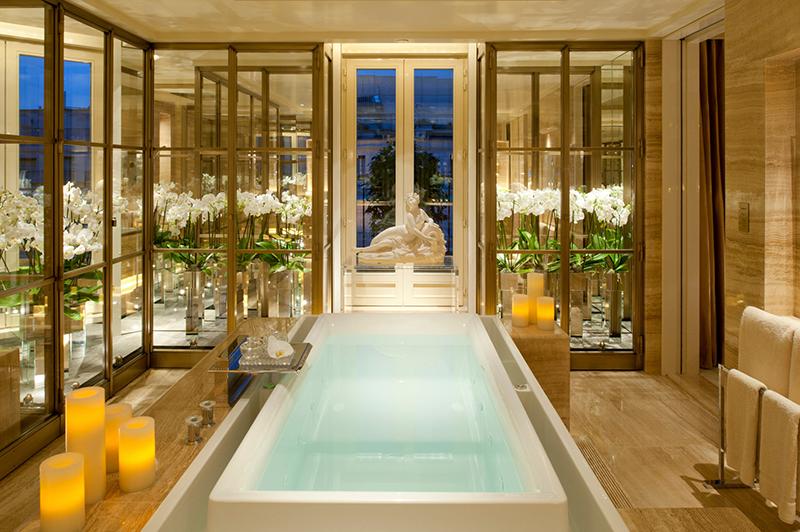 フォーシーズンズ ホテル ジョルジュサンク パリ ザ ペントハウスの大理石浴室