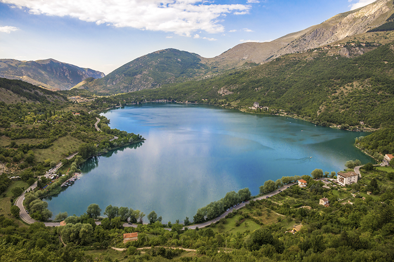イタリア・スカンノ湖が形作るハート