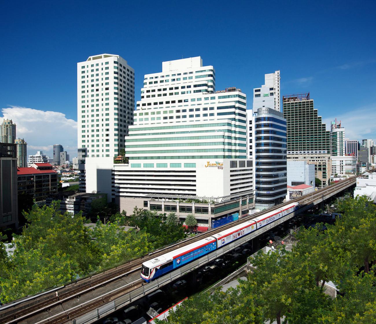 駅や商業施設にほど近い好立地のジャスミン シティ ホテル