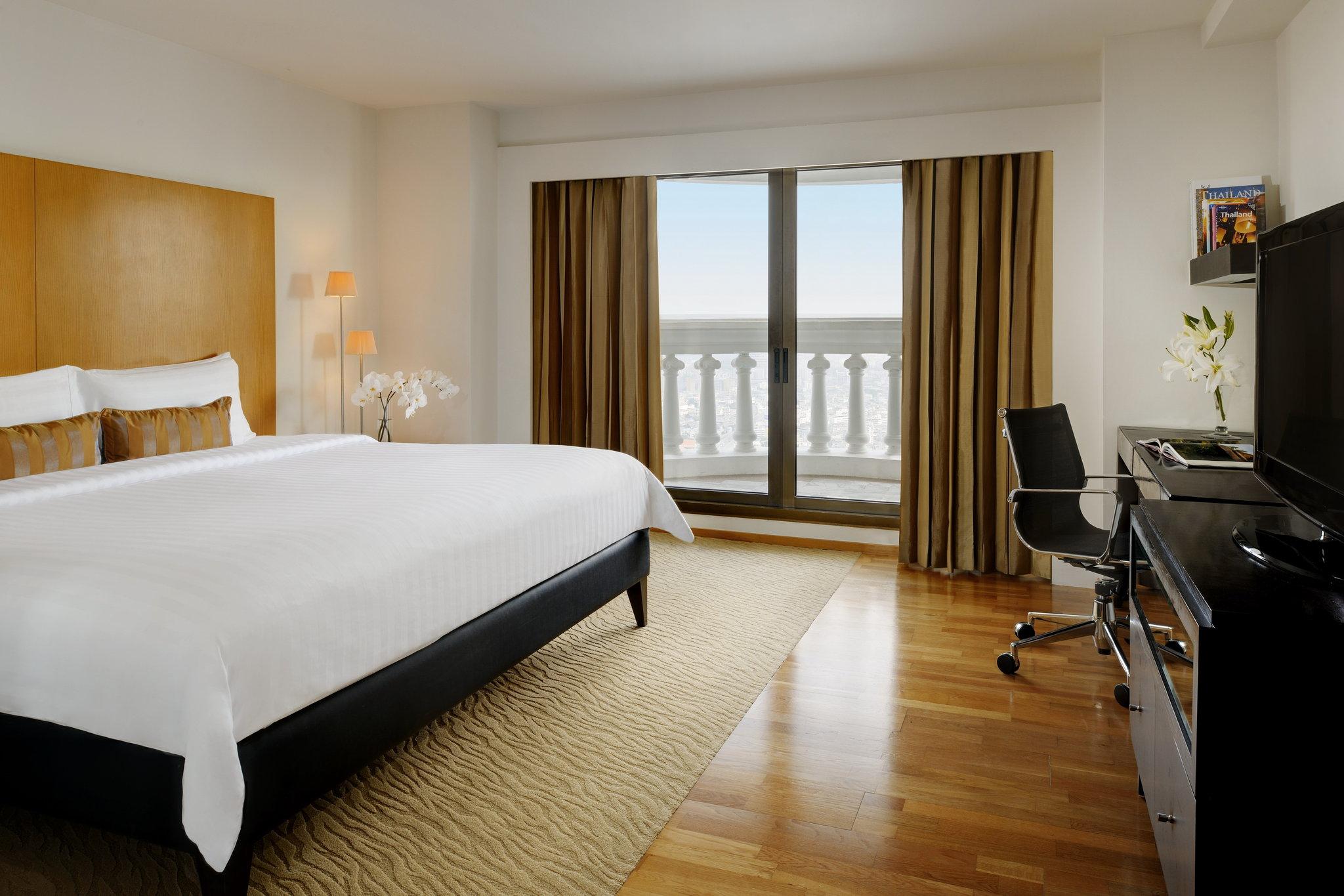 バルコニーから絶景が望める タワークラブ アット ルブアの寝室