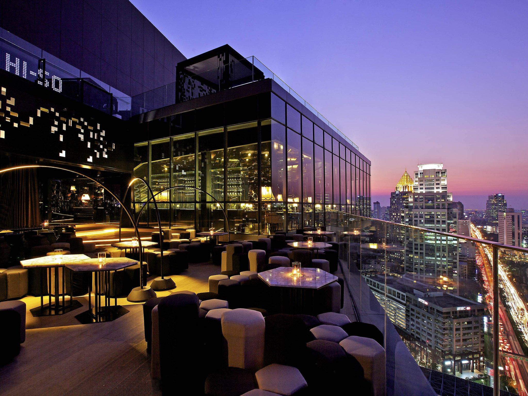 高級ホテル ソフィテル バンコクのルーフトップバー