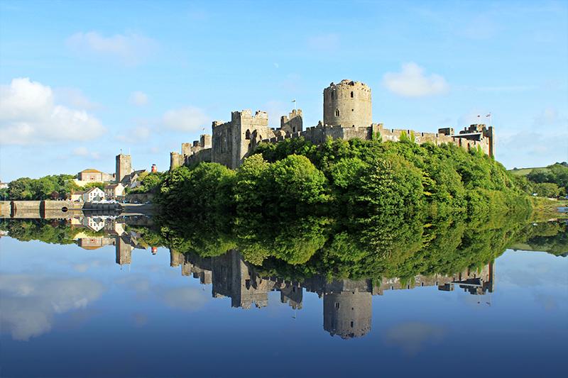 ウェールズの古城ペンブローグ城の美しい外観