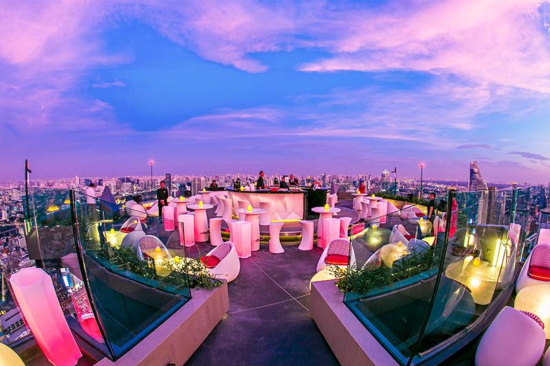 センタラ グランド アット セントラルワールド「レッド スカイ バー」/「クリュ シャンパン バー」と目下に広がるバンコクの街の景色
