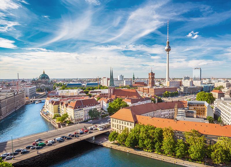 ドイツ ベルリンのシュプレー川と街の中心地
