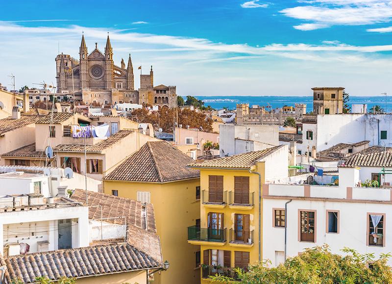 地中海を望むパルマ・デ・マヨルカの街並み