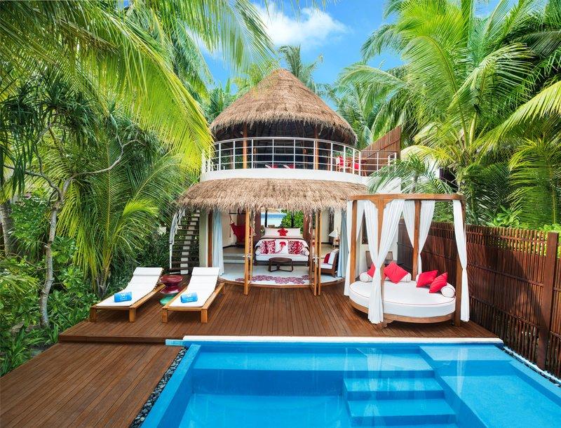 Wモルディブの屋外プール