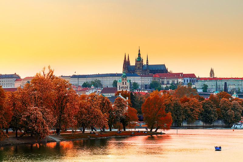 この秋絶対に訪れたい世界の紅葉名所10選 - プラハ、チェコ