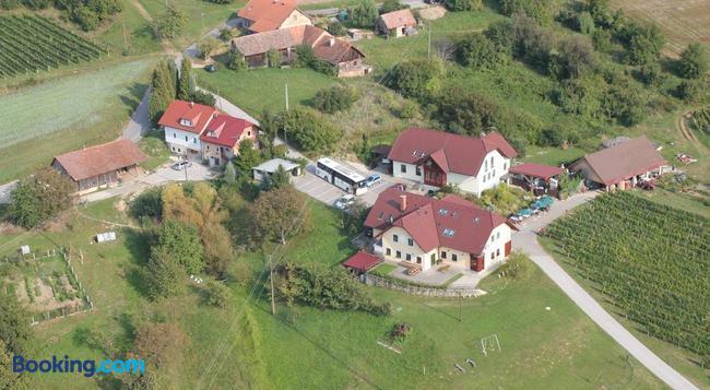 Tourist Farm Joannes - マリボル - 建物