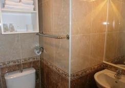 オテル クラリッジズ - マントン - 浴室