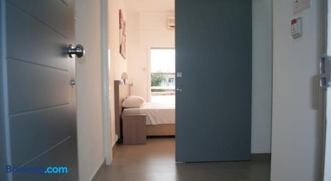 St. George Rent Rooms - ラルナカ - 寝室