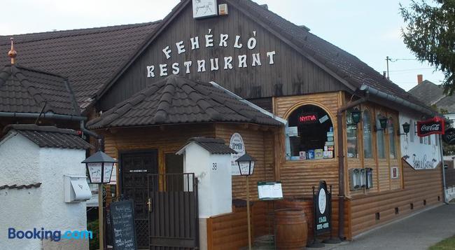 Fehérló Vendégház & Restaurant - Buk - 建物