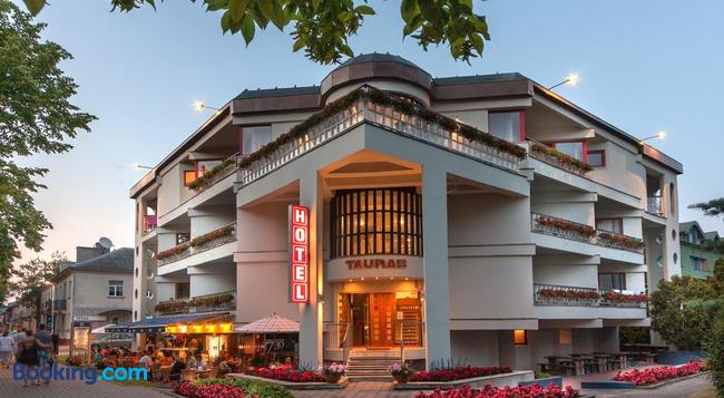 Tauras Center Hotel - パランガ - 建物