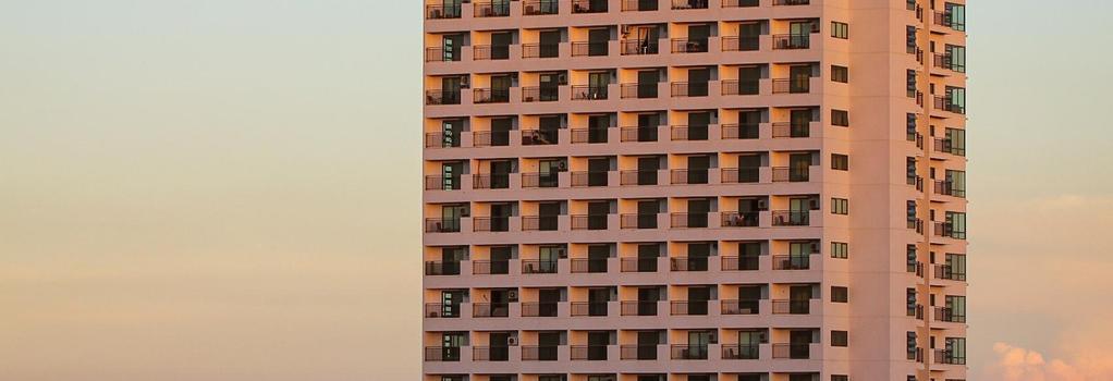 シティ スイーツ ラモス タワー バイ クラウン リージェンシー - セブシティ - 建物
