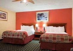 Baymont Inn and Suites Springfield - スプリングフィールド - 寝室