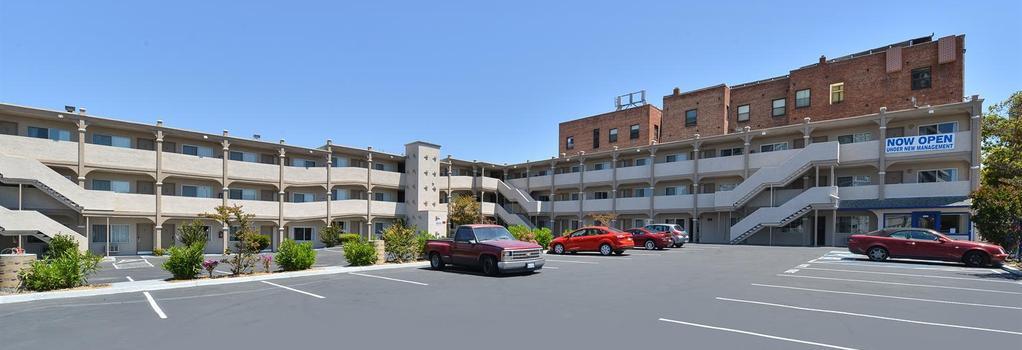 Americas Best Value Inn - Oakland / Lake Merritt - オークランド - 建物