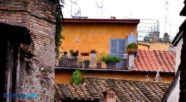 ロンカダ デグリ アンティクアリィ - ローマ - 建物