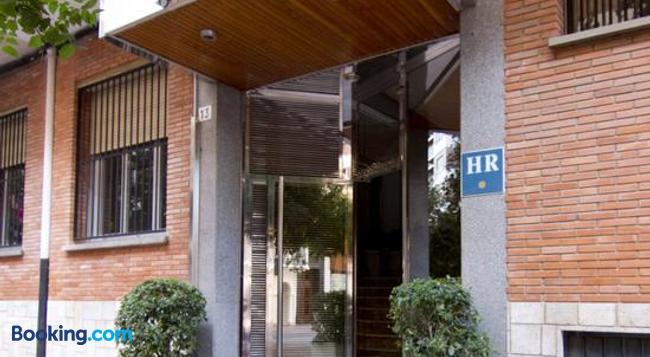 Hotel Residencia Isasa - ログローニョ - 建物
