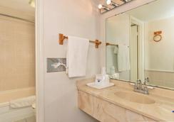 Americas Best Value Inn & Suites - Kansas City - カンザスシティ - 浴室