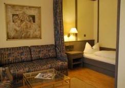 Posthaus Hotel Residenz - クロンベルク - 寝室