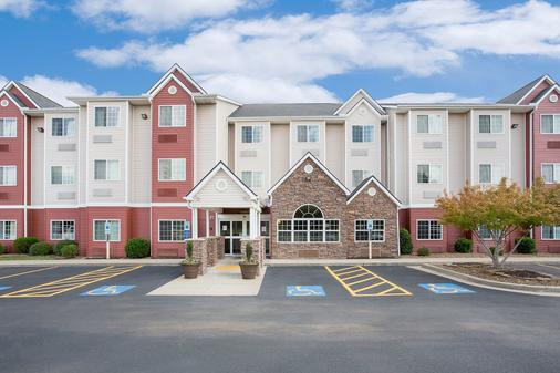 Microtel Inn & Suites by Wyndham Bentonville - ベントンヴィル - 建物