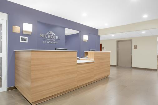 Microtel Inn & Suites by Wyndham Bentonville - ベントンヴィル - ロビー