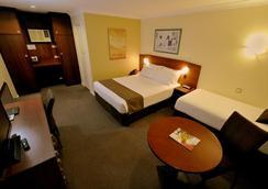 Best Western Hospitality Inn Kalgoorlie - Kalgoorlie - 寝室