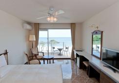 ベストウェスタン沖縄恩納ビーチ - 沖縄市 - 寝室