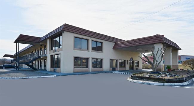 Americas Best Value Inn - ノックスビル - 建物