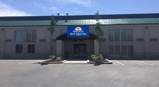 Americas Best Value Inn & Suites Boise - ボイジー - 建物