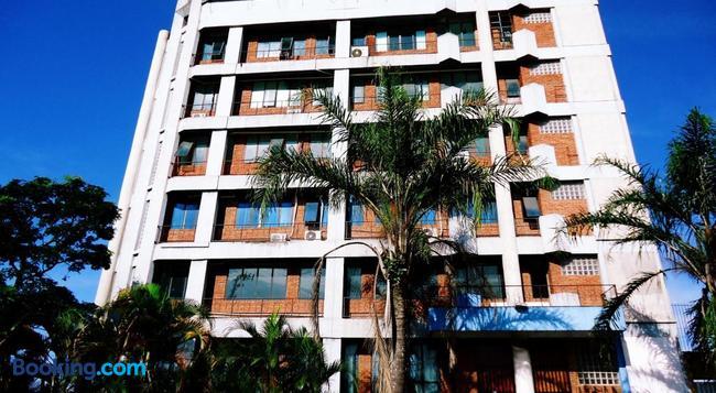 Hotel San Marco - グァルーリョス - 建物