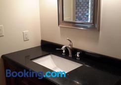 Casa Loma Bnb - ケローナ - 浴室