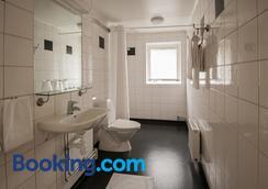 Slottshotellet Budget Accommodation - カルマル - 浴室