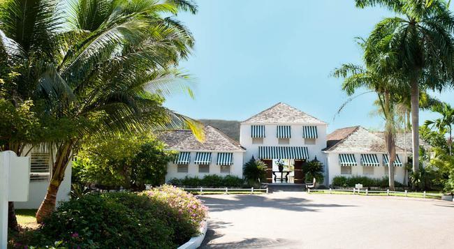 ラウンド ヒル ホテル&ヴィラス - モンテゴ・ベイ - 建物