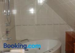 Hirschenhof - グラーツ - 浴室