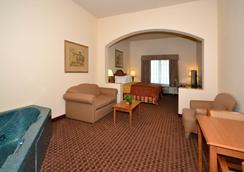 Best Western Casa Villa Suites - Harlingen - 寝室