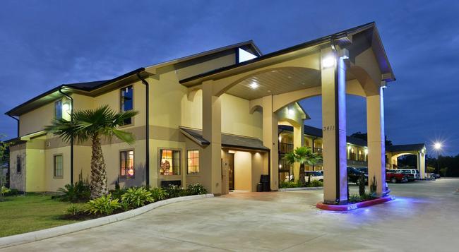 Americas Best Value Inn & Suites Lake Charles - Lake Charles - 建物
