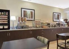 Microtel Inn & Suites Greenville by Wyndham - グリーンヴィル - レストラン