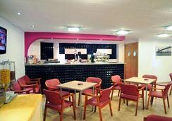 Hotel Sercotel Familia Conde - ウエルヴァ - バー
