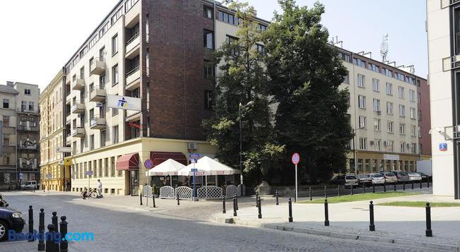 Emka Hostel - ワルシャワ - 建物