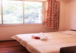 Benazeer Hotel - ムンバイ - 寝室