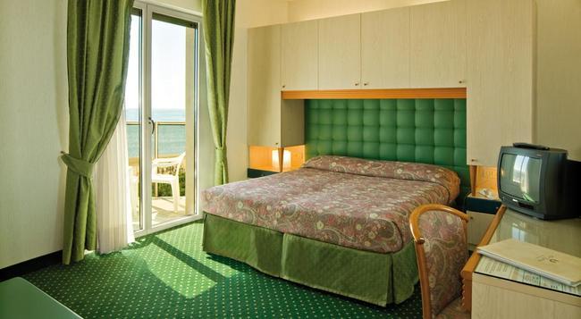 Hotel Cambridge - イェーゾロ - 寝室