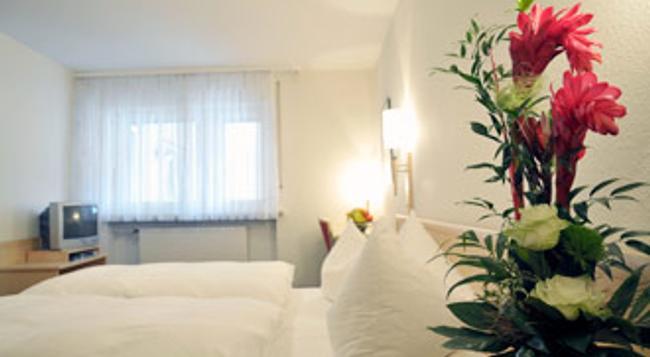 Gasthof Weisses Lamm - エルランゲン - 寝室