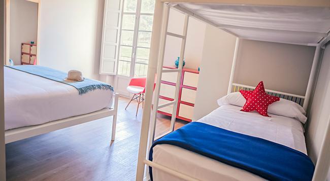 アルカサバ プレミアム ホステル - マラガ - 寝室