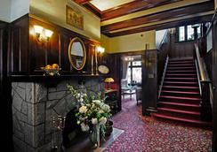 Dashwood Manor Seaside Bed & Breakfast - ヴィクトリア - ロビー