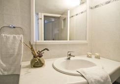 ヴィラ イリアス - フィロステファニ - 浴室