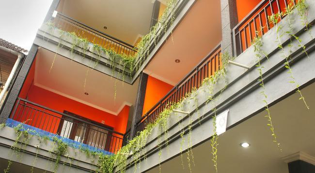 Rena Segara House - クタ - 建物