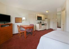 Days Inn and Suites Green Bay WI. - グリーンベイ - 寝室